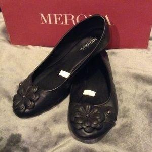 Like new black flower toe ballet flats